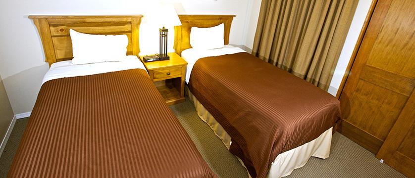 Canada_Whistler_Tantalus-Resort-Lodge_twin-bedroom.jpg